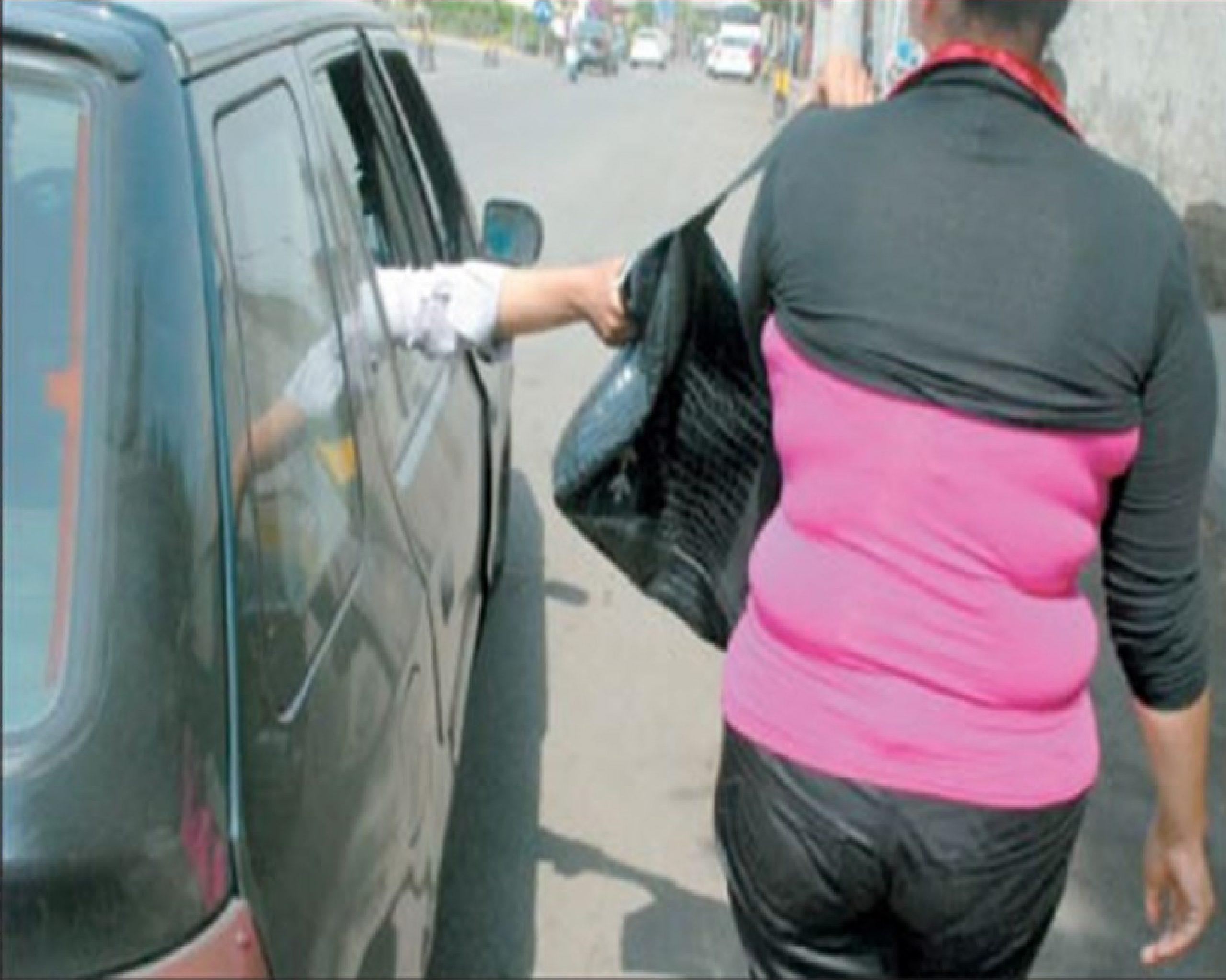 صورة تفكيك شبكة تسطو على محطات الوقود البنزين وحقائب النساء بجهة الدار البيضاء