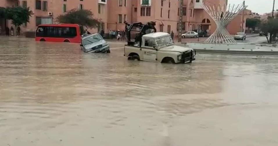 صورة الأمطار تغرق مدينة العيون (صور)