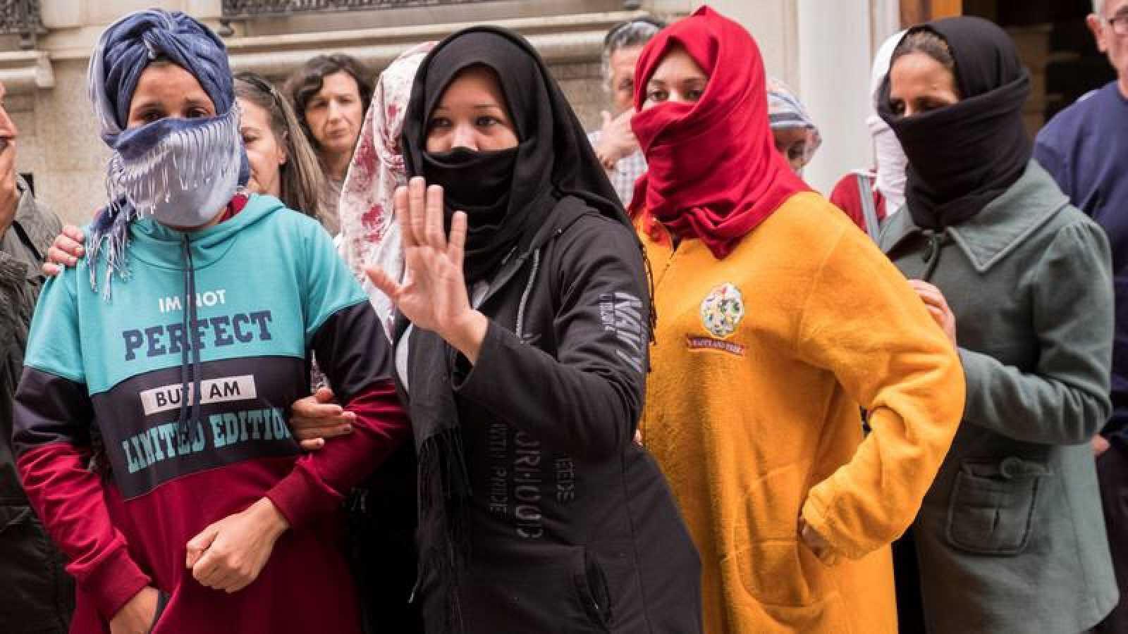Photo of لأول مرة.. استشاريون يرافقون عاملات الفراولة عند عودتهن إلى المغرب