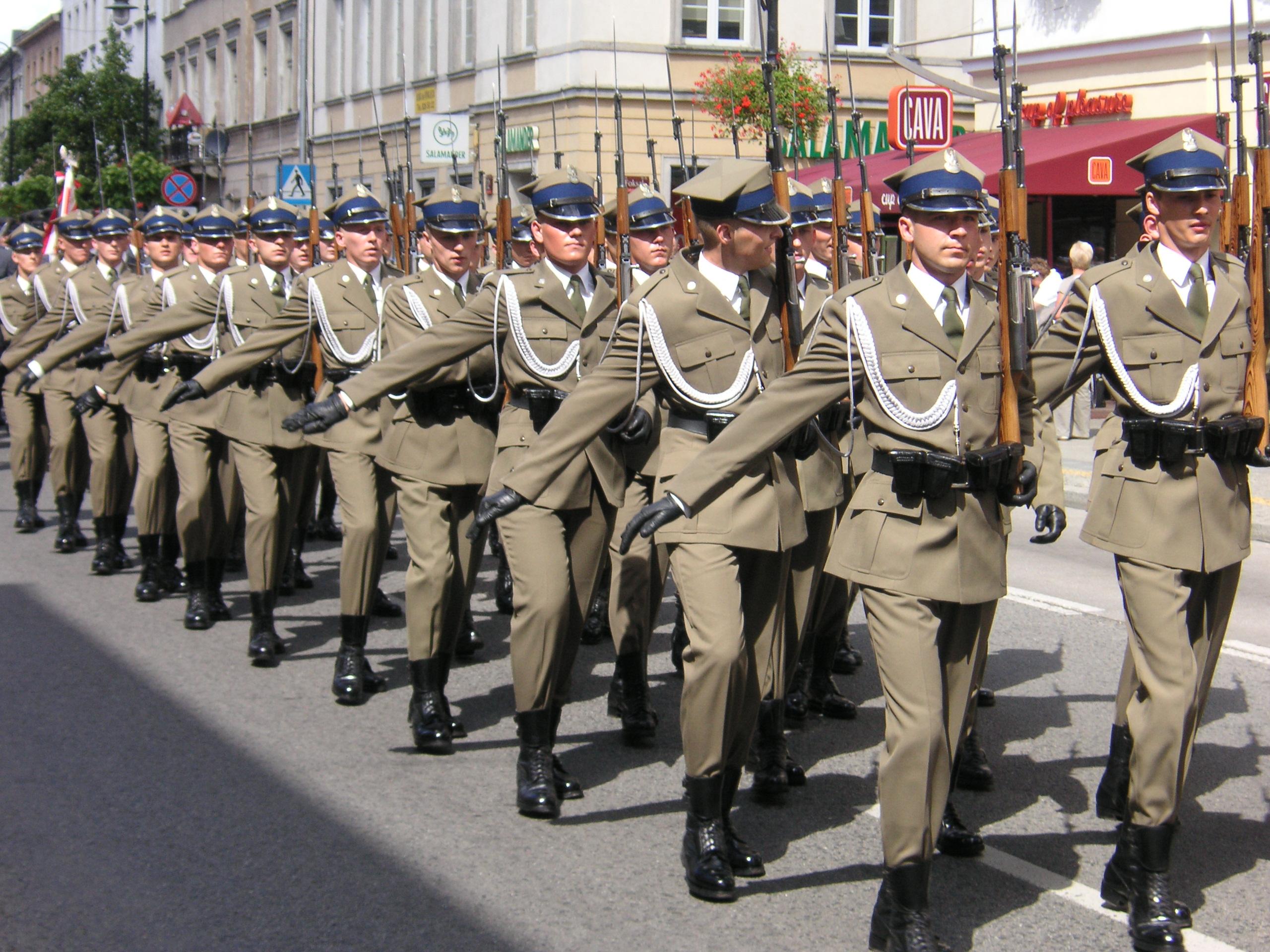 صورة بولونيا تخضع جنود وضباط الاحتياط لتدريبات خاصة سنة 2019