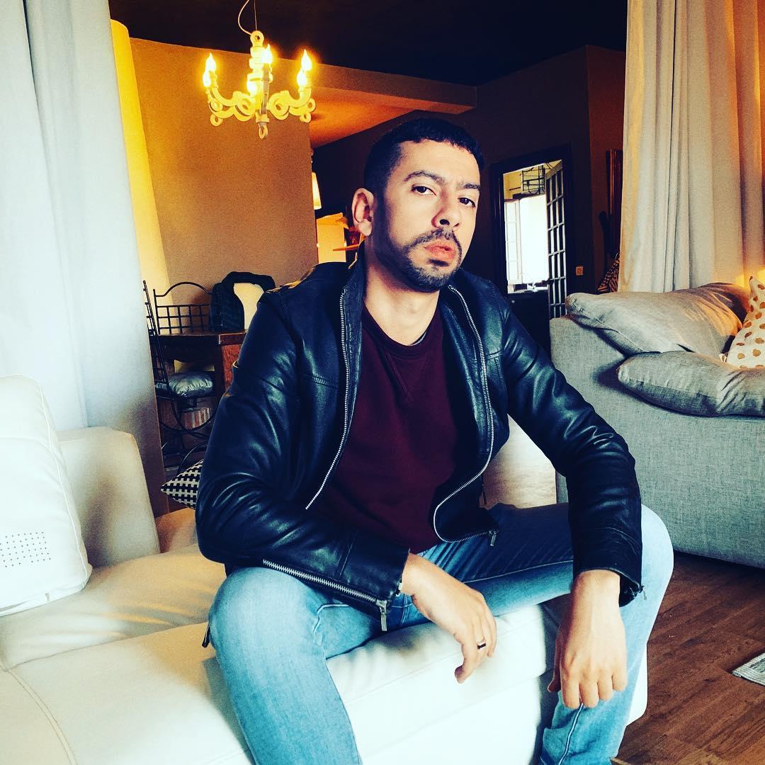 صورة فيصل عزيزي يعود بأغنية جديدة.. وعنوانها يثير الجدل