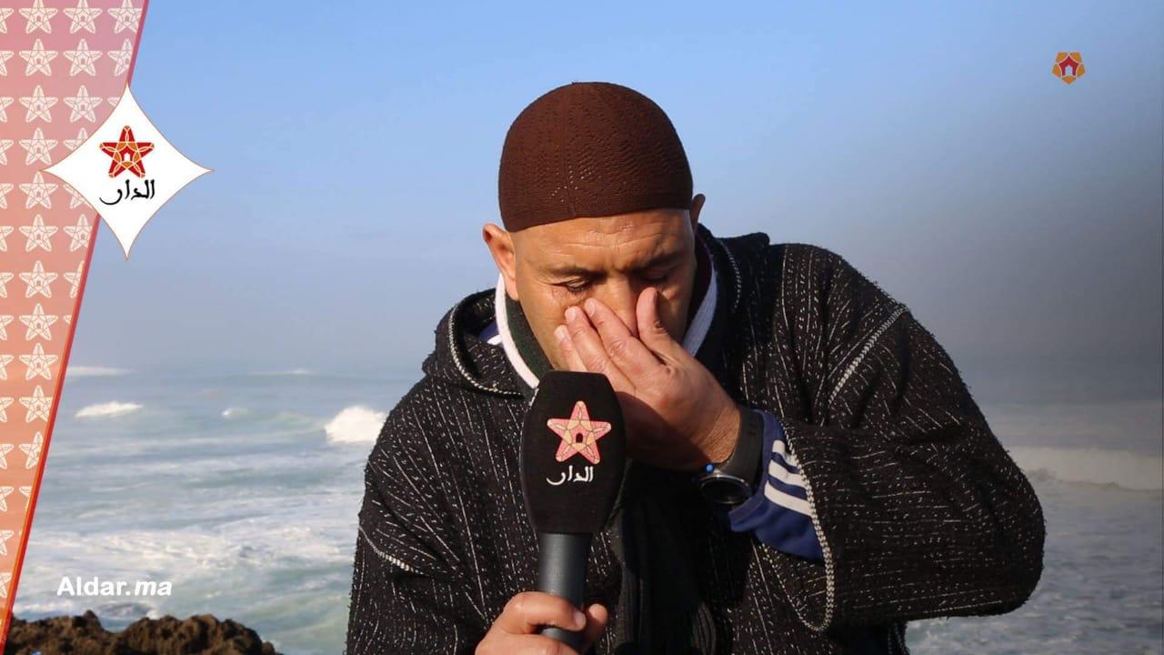 صورة عندما يبكي الرجال.. حارس دولي سابق : مستاعد نجفف ديور الناس باش نعتق ميمتي ملقيت باش نداويها