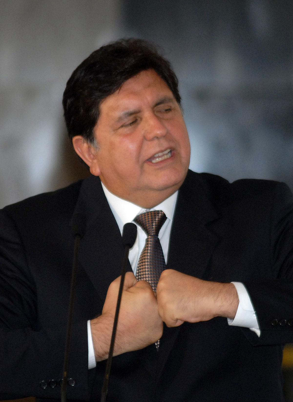 صورة رئيس سابق للبيرو يحاول الانتحار قبيل توقيفه في قضية فساد