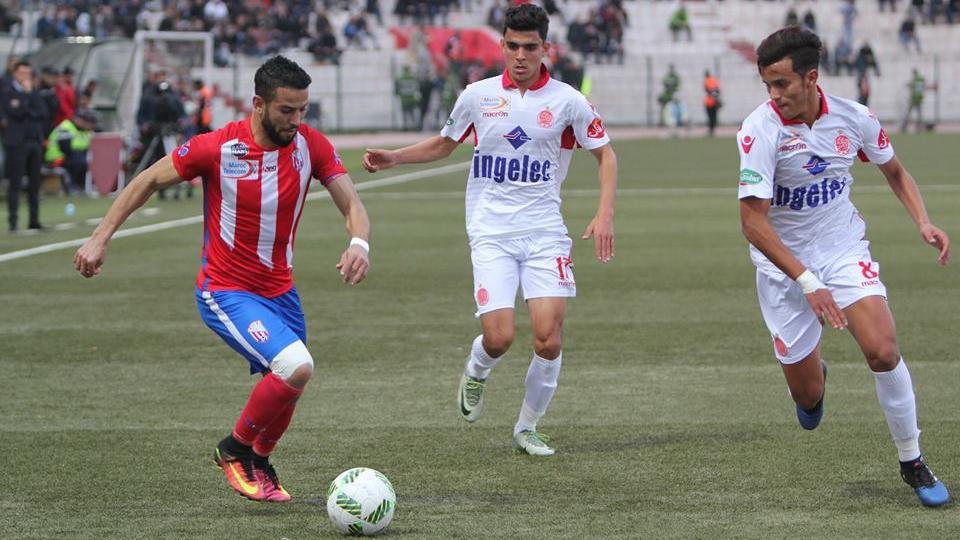 صورة رسميا وبالصورة.. العين السعودي يوقع مع اللاعب ياسين لكحل