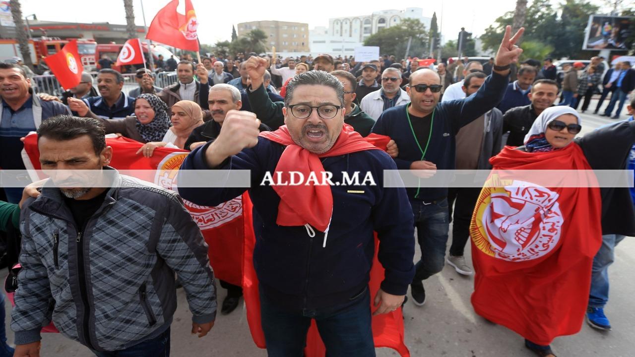 """Photo of الاتحاد العام التونسي للشغل يعلن """"إضرابا عاما"""" في البلاد"""