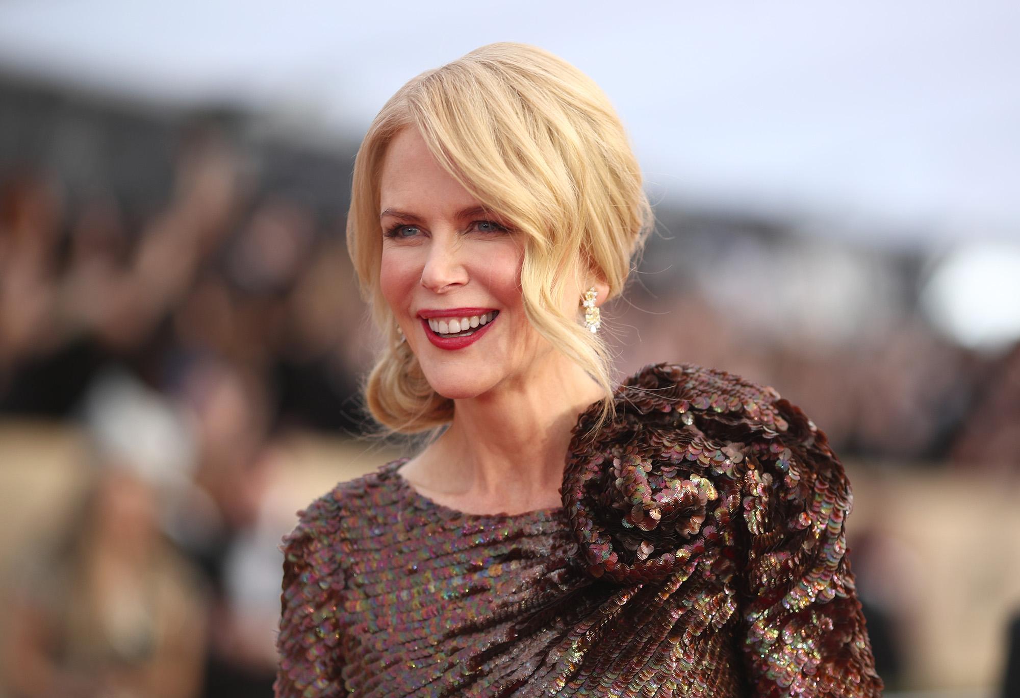 Photo of الممثلة الأسترالية نيكول كيدمان تحتفل بعيد ميلاد أمها