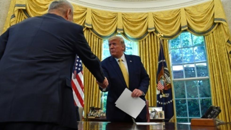 """Photo of ترامب يعلن عن اتفاق تجاري """"مهم جدا"""" مع الصين وسط قضايا تحاصر البيت الأبيض"""