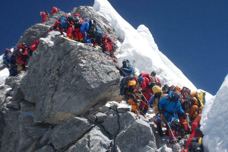 """Photo of مصرع ثلاثة متسلّقين لقمّة """"إيفرست"""" أعلى جبال في العالم"""