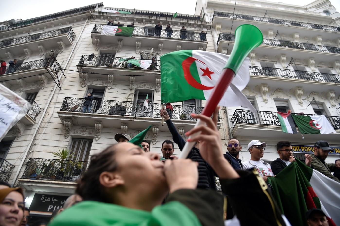 صورة مظاهرات الجزائر: المحتجون يدفعون بوتفليقة إلى الاستقالة هذا الأسبوع