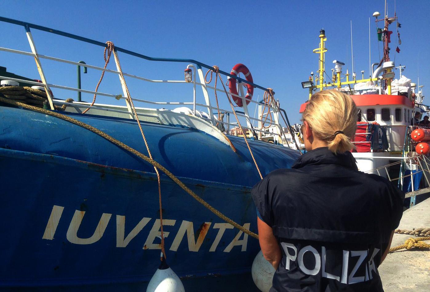 """صورة 5500 يورو """"غرامة"""" """"إنقاذ"""" أي مهاجر.. وإدخاله إيطاليا"""
