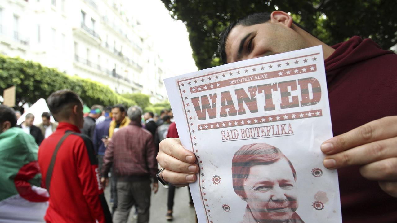"""صورة مصادر أمنية جزائرية.. توجيه تهمة """"الخيانة العظمى"""" لشقيق بوتفليقة"""