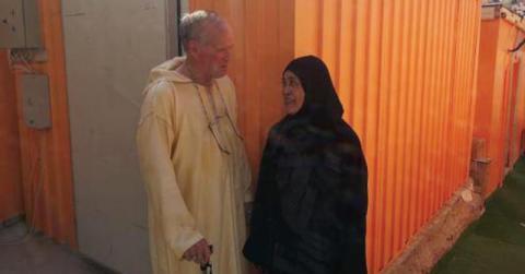 """صورة بجلباب مغربي.. """"جورج بوش"""" يشد أنظار الحجاج في منى"""