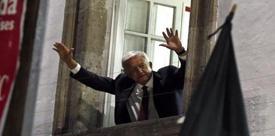 Photo of الصدفة تقود الرئيس المكسيكي إلى اكتشاف كاميرا للتجسس بغرفة الطعام
