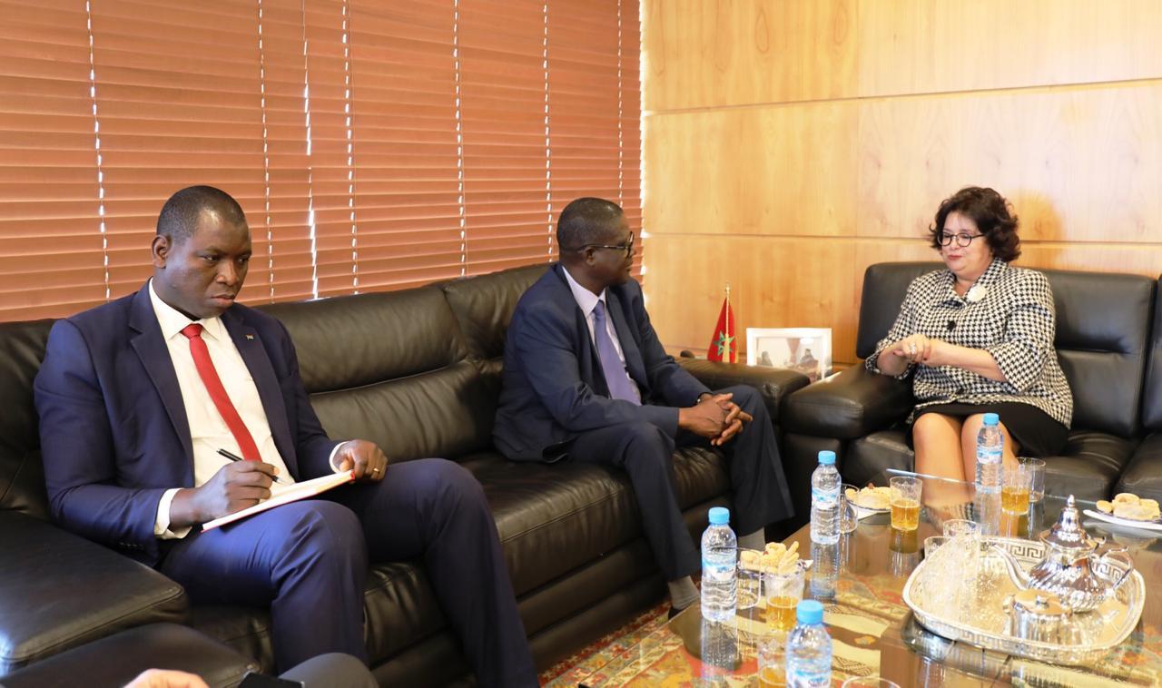 صورة رئيسة الهيأة العليا للاتصال السمعي البصري تجري محادثات مع سفير بوركينا فاسو في المغرب