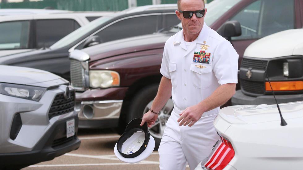 صورة البحرية الأميركية تتحدى ترامب بمواصلة إجراءات طرد جندي