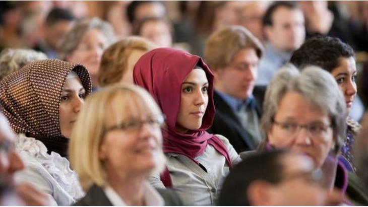 صورة استطلاع يكشف بالأرقام ارتفاع التمييز ضد المسلمات المحجبات بفرنسا