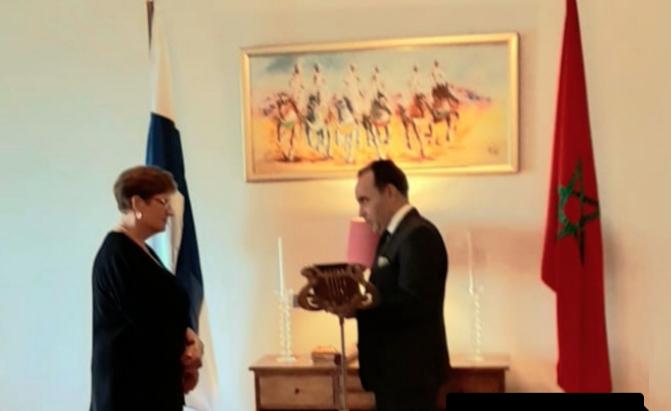 صورة توشيح السفيرة السابقة لفنلندا لدى المغرب بوسام ملكي