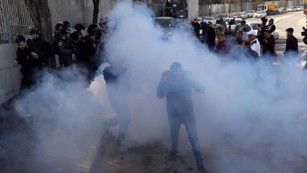 Photo of إصابات بالاختناق خلال قمع اسرائيل لمسيرة بالضفة الغربية