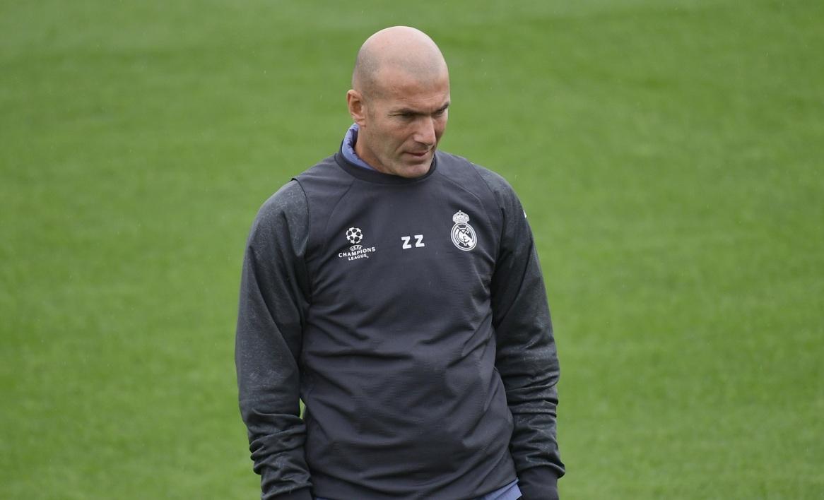 صورة مفاجأة.. زيدان يستعد لمغادرة نادي ريال مدريد