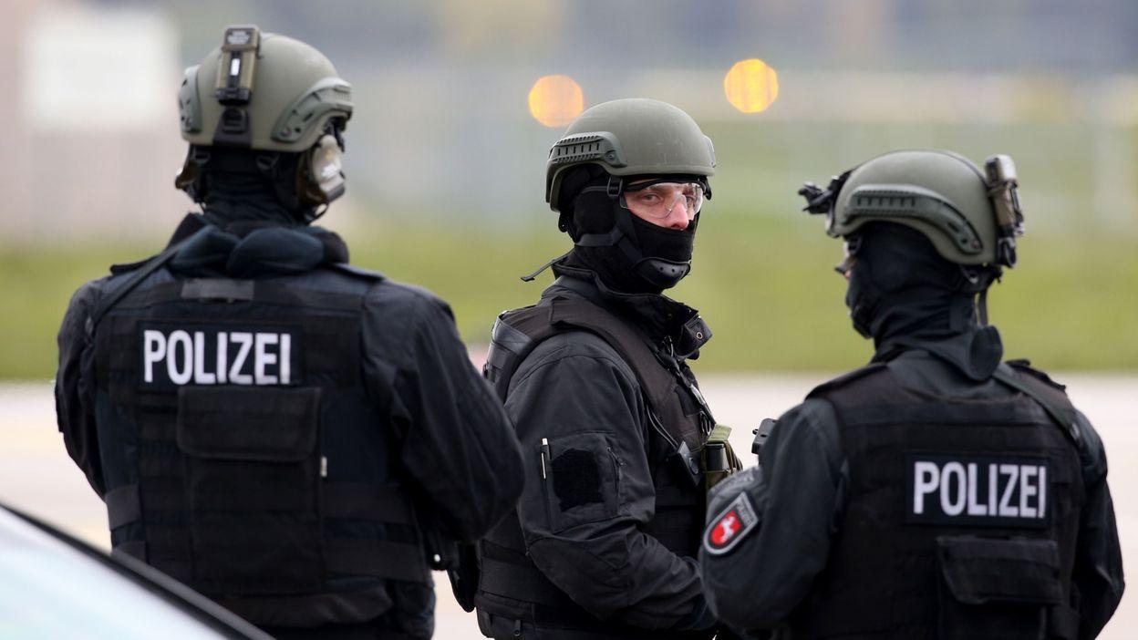 صورة ألمانيا تعلّق الرّحلات الجوّية بمطار هانوفر بعد اختراق سيّارة لحاجز أمني