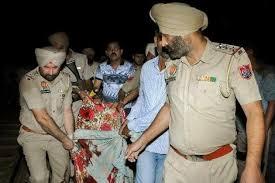 Photo of مقتل 59 شخصا على الأقل في حادث دهس قطار حشدا من الناس شمال الهند