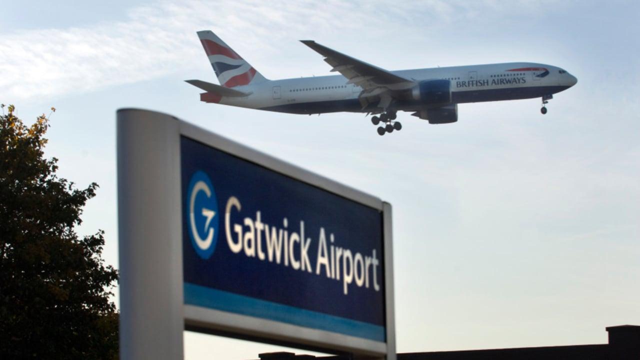 صورة تعليق حركة الملاحة الجوية في مطار غاتويك البريطاني