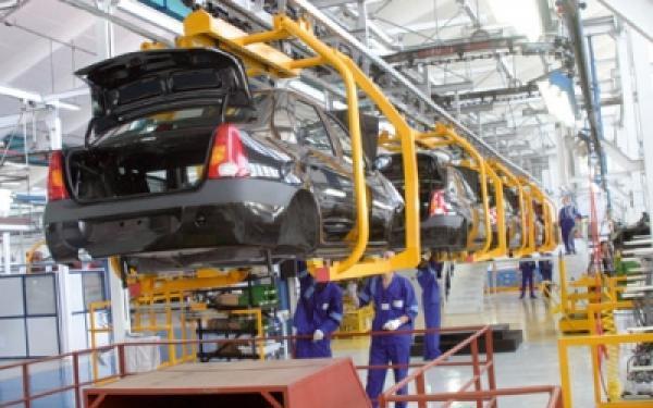 صورة مولاي حفيظ العلمي :صناعة السيارات أصبحت القطاع المصدر الأول للمغرب