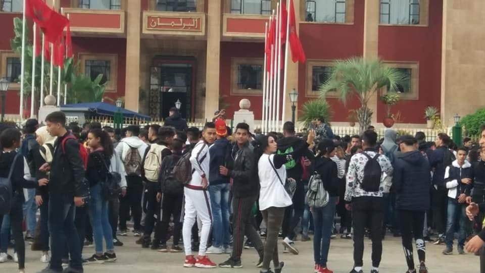 صورة للأسبوع الثاني على التوالي التلاميذ يحتجون أمام البرلمان