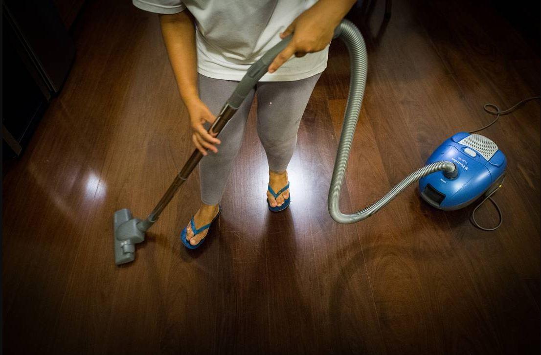 صورة بعد دخول قانون العمال المنزليين حيز التطبيق..500 فقط يحصلون على عقود عمل