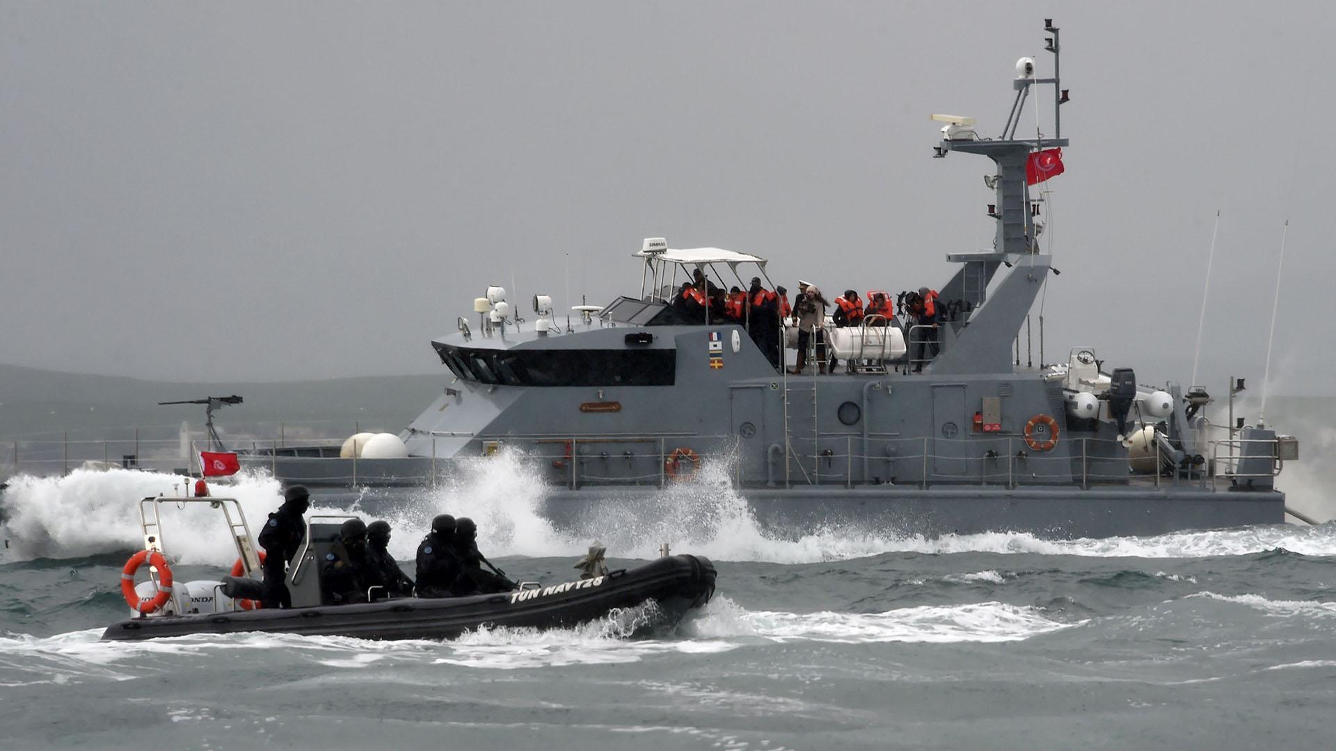 Photo of البحرية الملكية تقدم المساعدة لحوالي 330 مرشحا للهجرة السرية