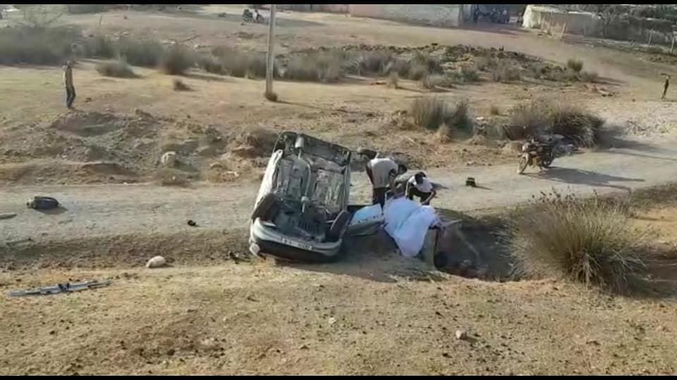 صورة انقلاب سيارة يودي بحياة جندي وإصابة أربعة من زملائه يعلمون بمطار ابن سليمان