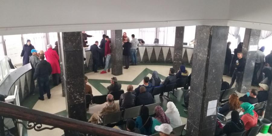 "Photo of ""خميس الإضرابات"".. مواطنون غاضبون بسبب ""شلل"" الخدمات العمومية"