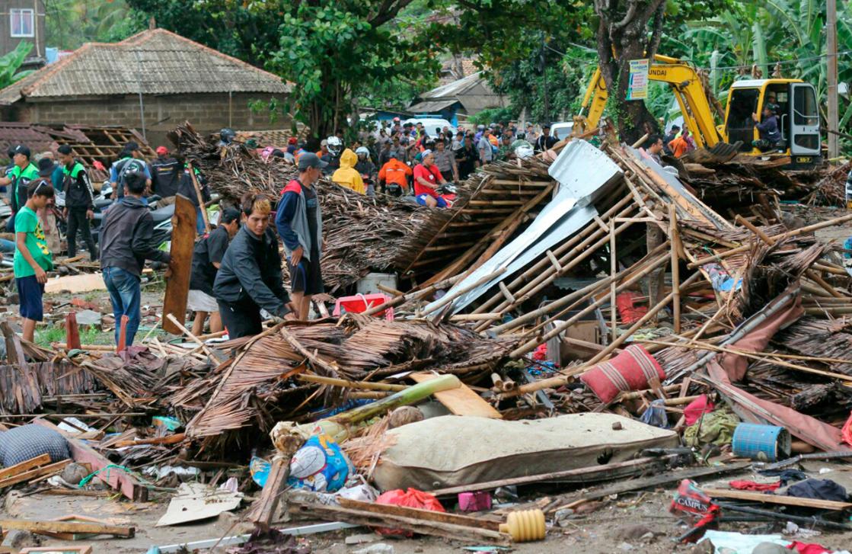 صورة ارتفاع عدد ضحايا التسونامي في إندونيسيا إلى 222 قتيلا