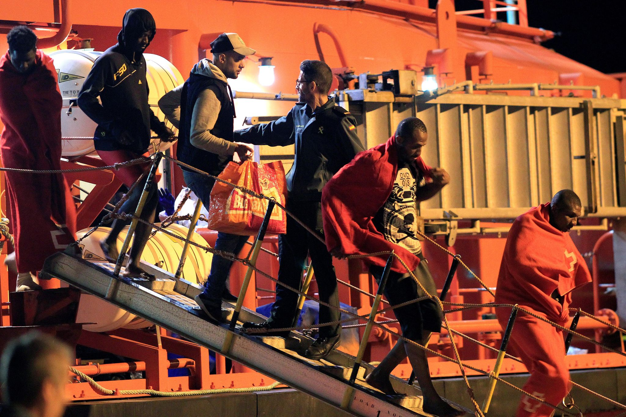 Photo of مصرع شاب مغربي في ميناء مليلية حاول الهجرة إلى إسبانيا