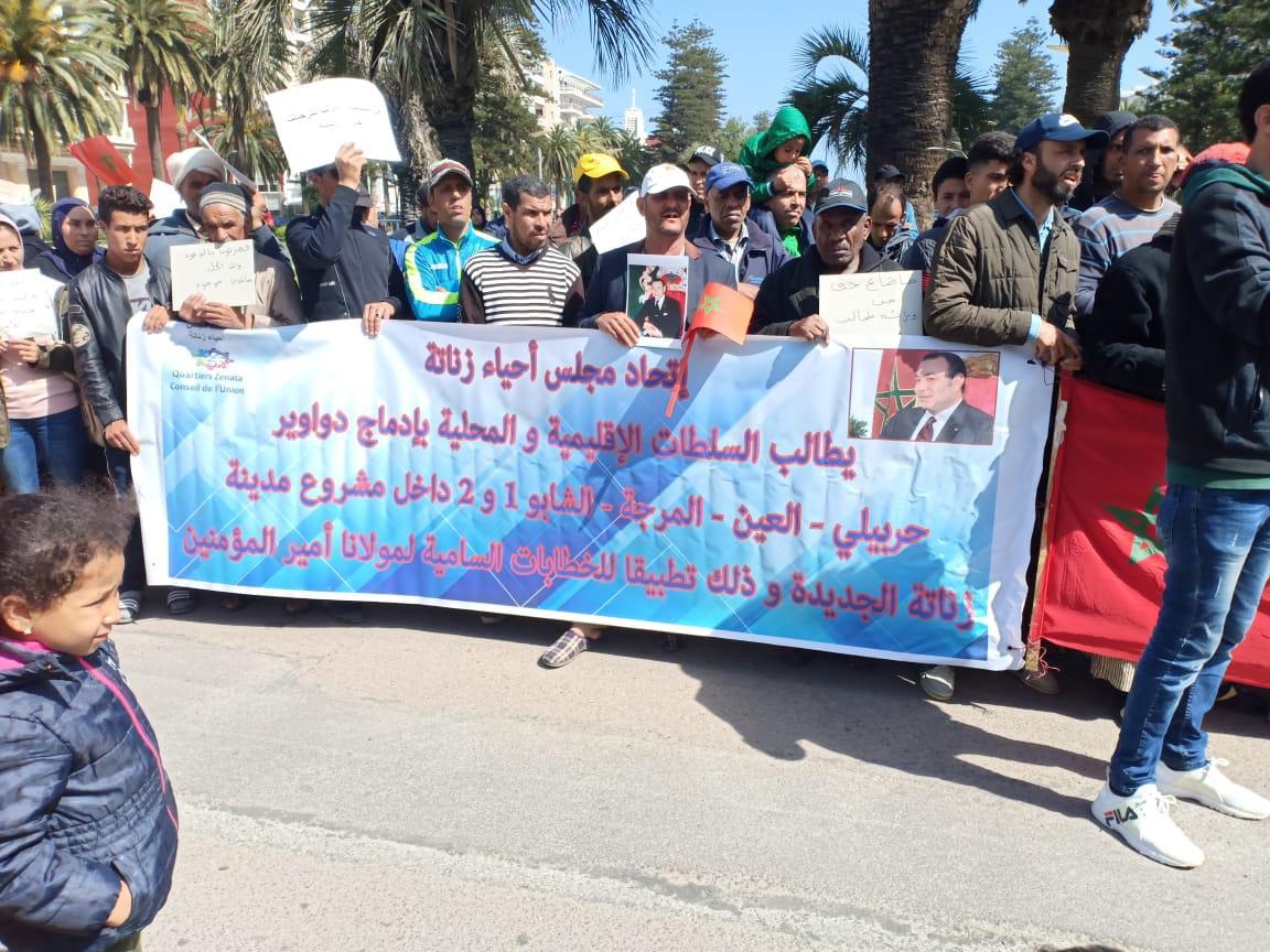 """صورة احتجاج خمسة دواوير مقصية من مشروع مدينة """"زناتة الجديدة"""" (صور)"""