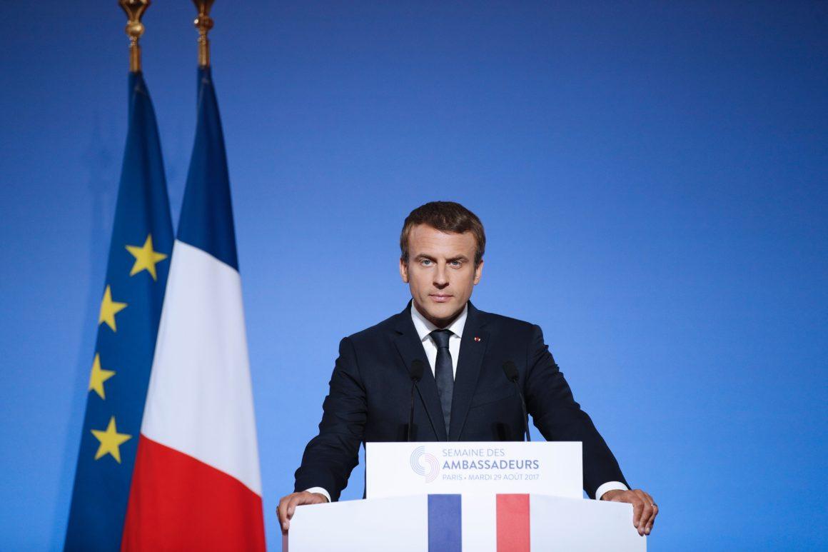 Photo of فرنسا تعتزم قريبا سن قانون جديد ضد الكراهية على الإنتيرنت