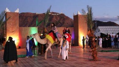 صورة تتويج الفائزين في مهرجان زاكورة الدولي لملتقى القوافل المسرحية