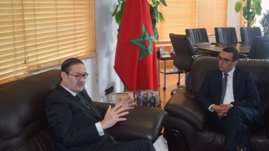 Photo of أمكراز يناقش أوضاع عاملات الفراولة مع السفير الاسباني