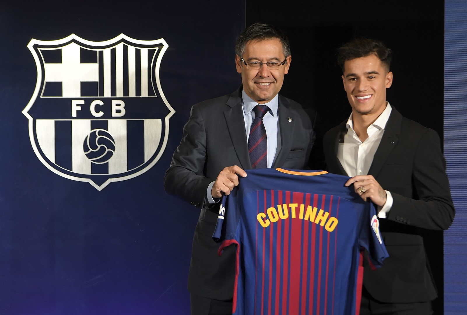 صورة كوتينيو يخبر أقاربه عن موعد مغادرة برشلونة