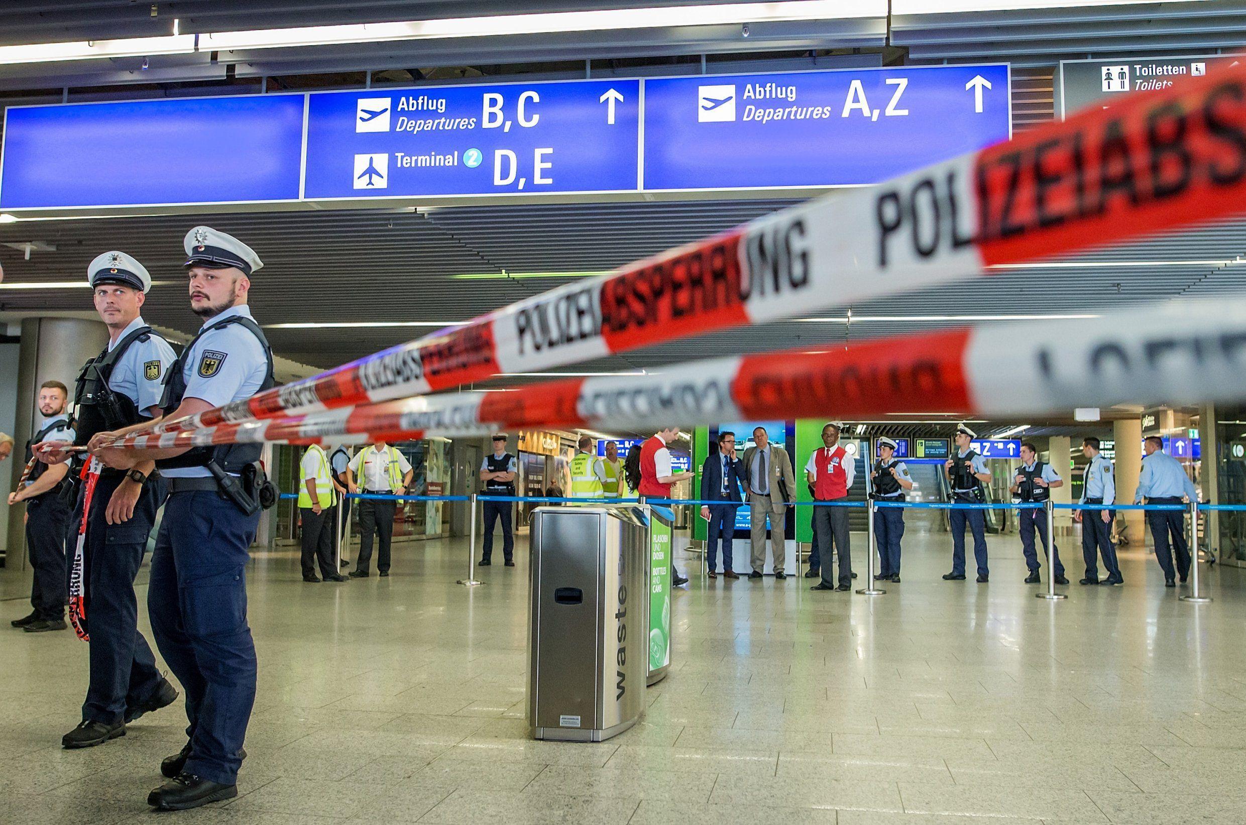 صورة السلطات الألمانية تلغي 130 رحلة طيران في ميونيخ
