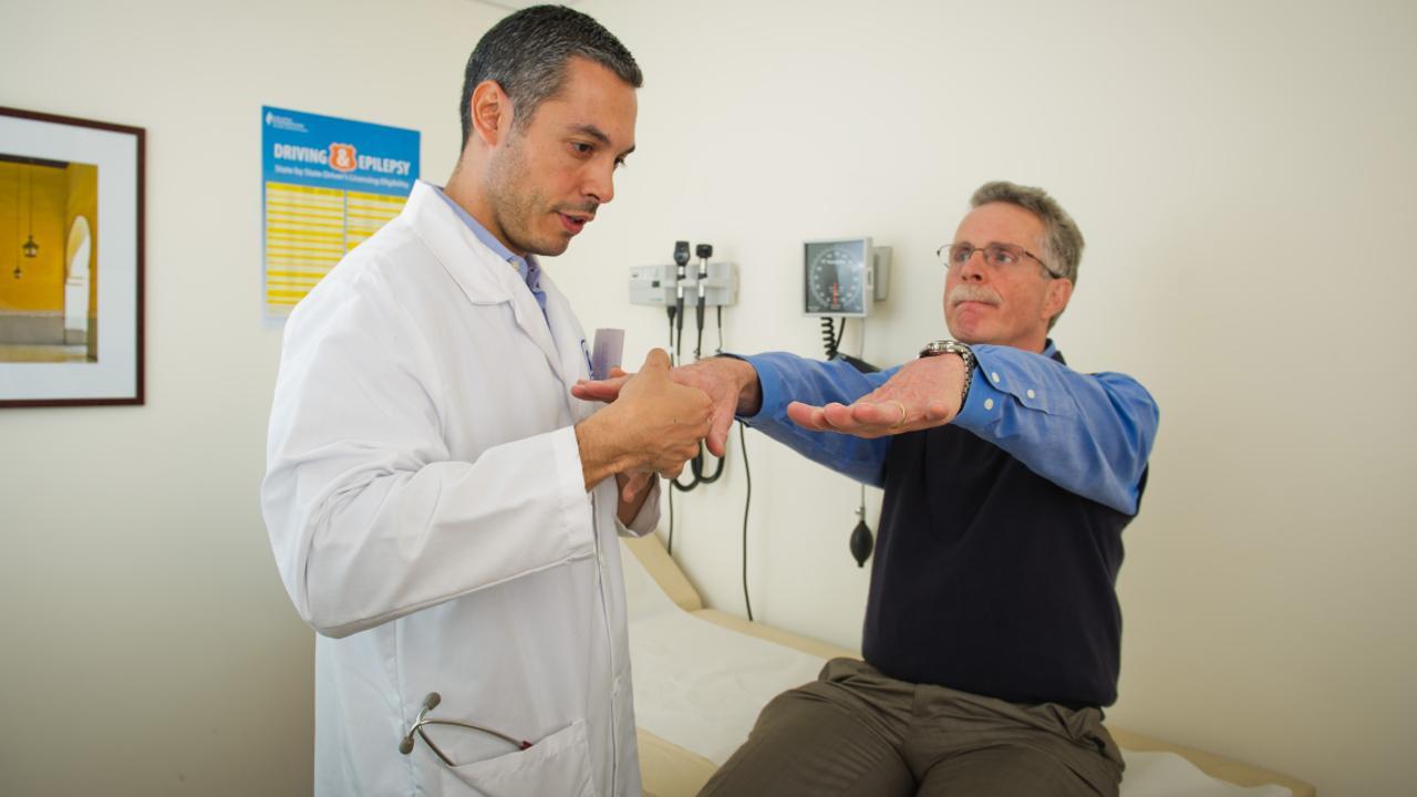Photo of علماء أمريكيون يتوصّلون إلى علاج لمرض شلل الرعاش