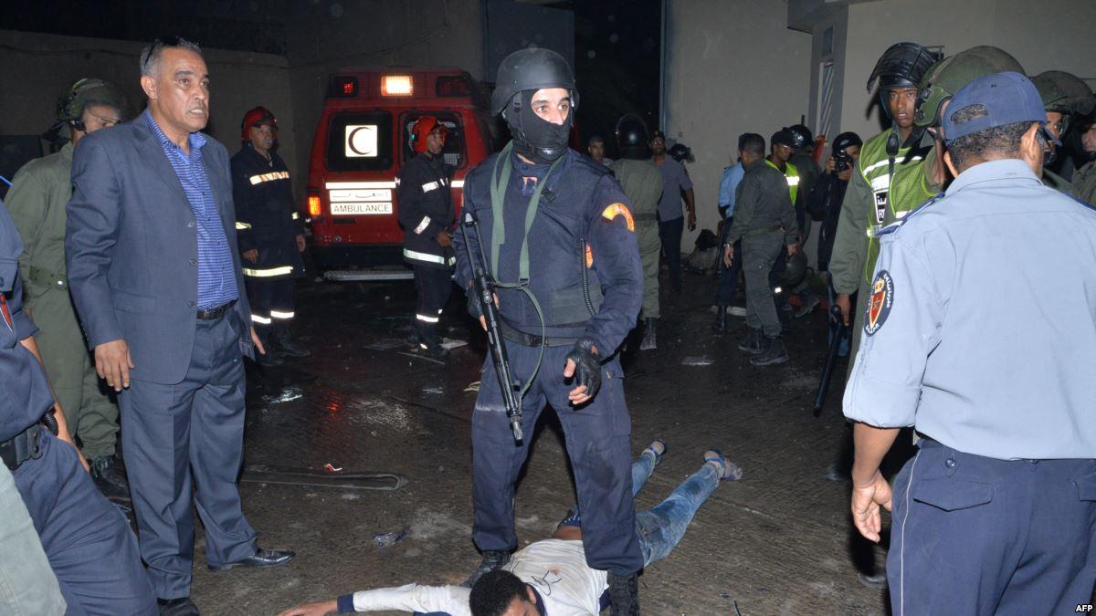 صورة شرطي يضطر لاستخدام سلاحه الوظيفي في تدخل أمني بالدار البيضاء