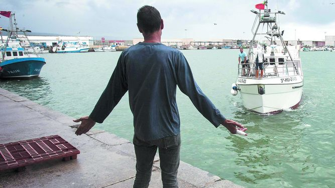 صورة سفراء اتحاد الـ27 يصوتون لصالح تجديد إتفاق الصيد البحري