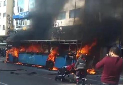 Photo of بالتفاصيل.. حريق بمستودع حافلات النقل الحضري بالبيضاء