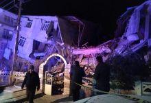 Photo of رجال الإنقاذ يبحثون عن ناجين بعد زلزال أودى ب 22 شخصًا في شرق تركيا