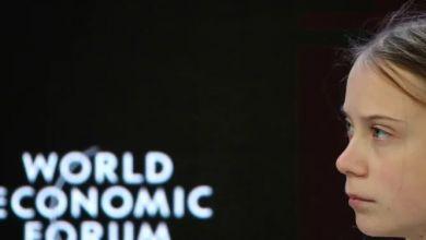 صورة وزير الخزانة الأميركي ينصح تونبرغ بدراسة الاقتصاد والناشطة السويدية ترد
