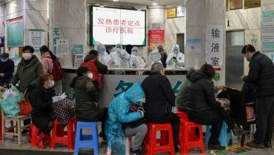 Photo of الجيش الصيني ينشر أطباءه للمساعدة في مكافحة فيروس كورونا المستجدّ