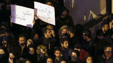 صورة طهران تنتفض ضد النظام: تمزيق صور قاسم سليماني