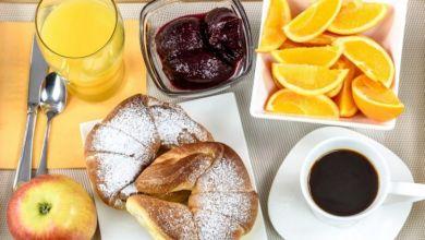Photo of 4 أخطاء ترتكبها في فطور الصباح وتجعلك سمينا