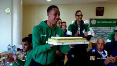 صورة بالفيديو.. لاعبو الرجاء يحتفلون بعيد ميلاد عبد الإله الحافيظي